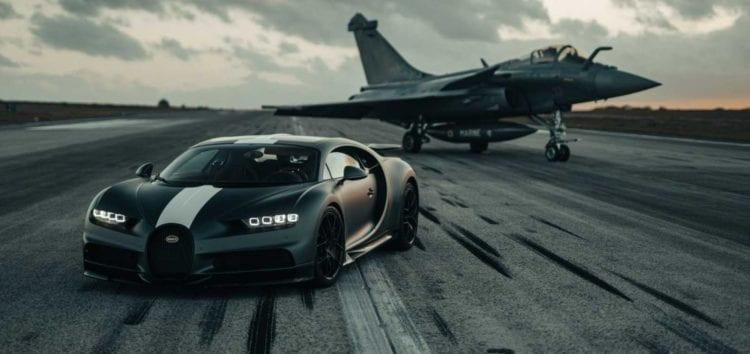 Суперкар Bugatti позмагався з палубним винищувачем