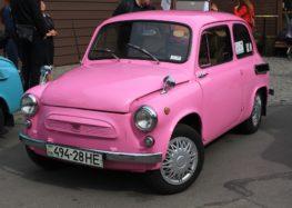У Львові продають рожевий Запорожець з пробігом 15 тисяч кілометрів