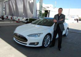 Владельцы электрокаров Tesla пытаются защитится от компании Маска
