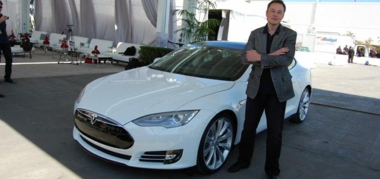 Власники електрокарів Tesla намагаються захиститися від компанії Маска