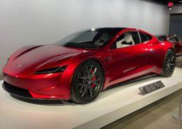 Tesla Roadster змінить зовнішність ще до початку випуску