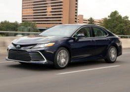 Toyota не буде відмовлятись від випуску седанів