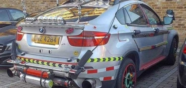 """У Великобританії з BMW X6 зробили """"машину часу"""""""