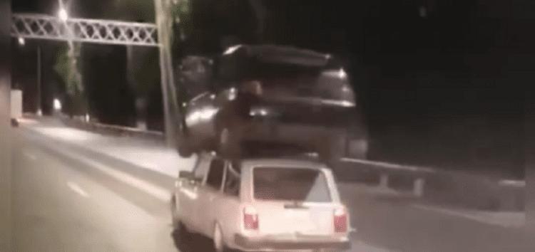 В Запорожье «Жигули» везли на крыше другое авто