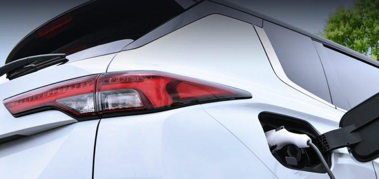 Компанія Mitsubishi розповіла про гібридну версію Outlander