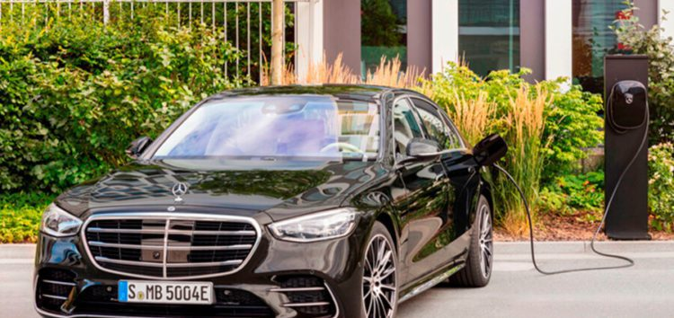 Mercedes-Benz  відкрив продажі гібридного автомобіля S 580 e