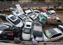 У Китаї з'явилося багато машин-«потопельників»