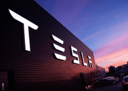 Tesla планує відновлювати близько 92% металів в своїх батареях
