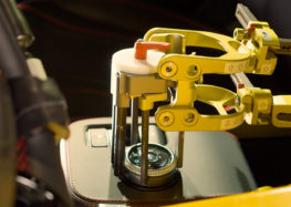 Ford буде проводити випробування нових автомобілів за допомогою двох роботів