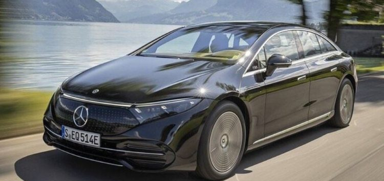 Mercedes-AMG EQS помітили під час зарядки