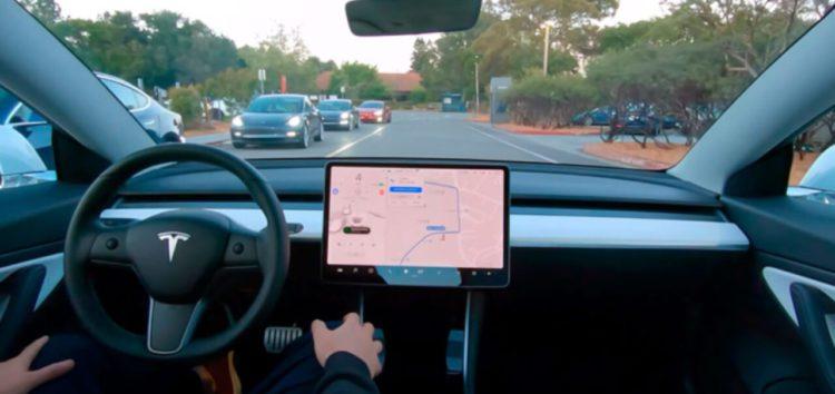 Автопілот в моделях Тесла розпізнаватиме поліцейські авто
