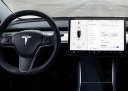 """Оновлений """"автопілот"""" Тесла подужає задній хід"""