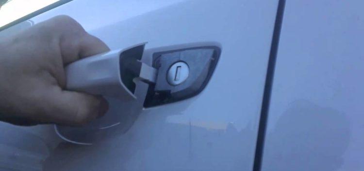 Автомобілі можуть залишитися без ручок для дверей