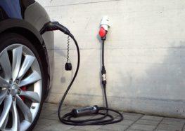 """В Англії всі """"новобуди"""" матимуть зарядки для електрокарів"""