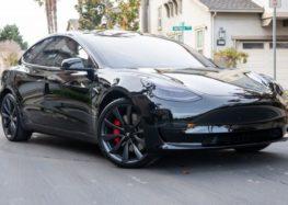Tesla випустить model 3 з модифікацією для поганих доріг