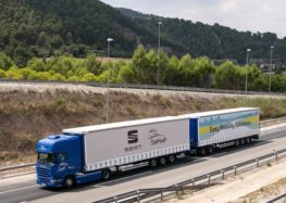 В Барселоні випробовували колону з 7 автономних автопоїздів