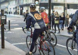 Ford випустив куртки для велосипедистів зі смайликами на спині