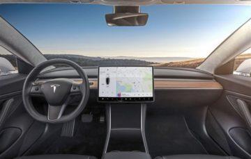 Tesla припинила тестування просунутого автопілота